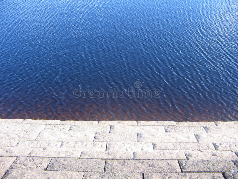 Download Krawędzi wody zdjęcie stock. Obraz złożonej z rzeka, target37 - 135396
