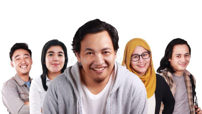 Kreative Leute, die zusammen lächeln lizenzfreie stockbilder