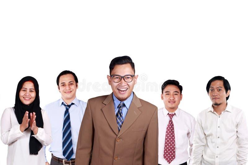 Kreative Leute, die zusammen lächeln lizenzfreie stockfotografie