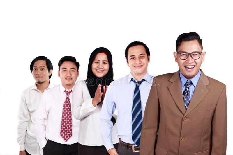 Kreative Leute, die zusammen lächeln stockfotos
