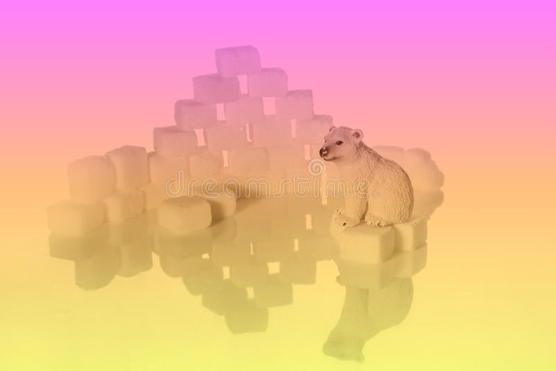 Kreative Schüsse von Zuckerwürfeln und -Eisbären stockfotos