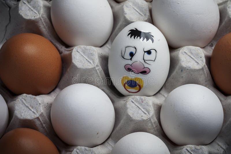 Kreative Weise, Eier für Ostern zu verzieren lizenzfreie stockbilder