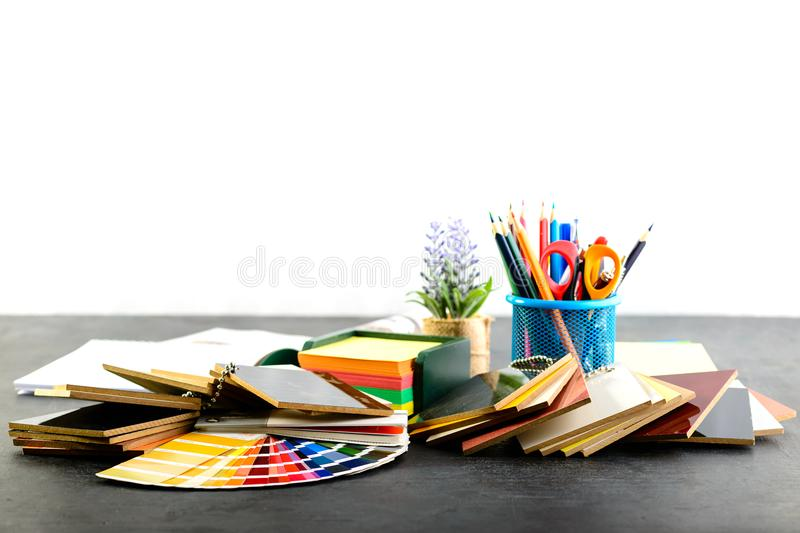 Kreativer Berufsdesignerarbeitsplatz im Büro material stockfotos
