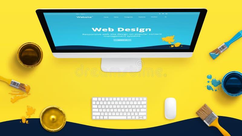 Kreativer gelber Webdesignstudioschreibtisch mit Farbbürsten und -kästen und gemalter Netzthemaplan auf einer Computeranzeige lizenzfreie stockfotos