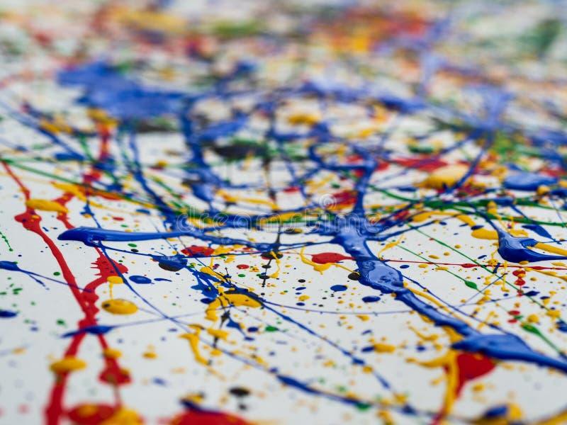 Kreativer Hintergrund der Kunst des abstrakten Expressionismus Kunst von spritzt und tropft rote schwarze grüne gelbe blaue Farbe lizenzfreies stockfoto