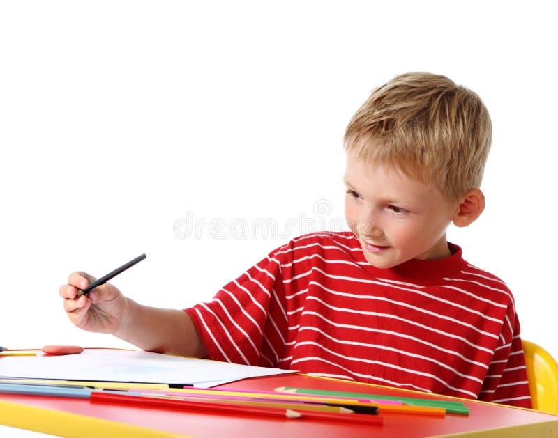 Kreativer Junge mit Bleistiften stockbild