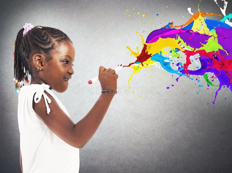 Kreatives kleines Mädchen lizenzfreie stockfotos