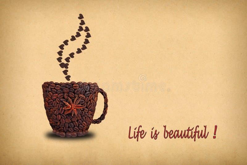 Kreatives Konzeptfoto eines Tasse Kaffees und der Herzen gemacht von Co lizenzfreie stockbilder