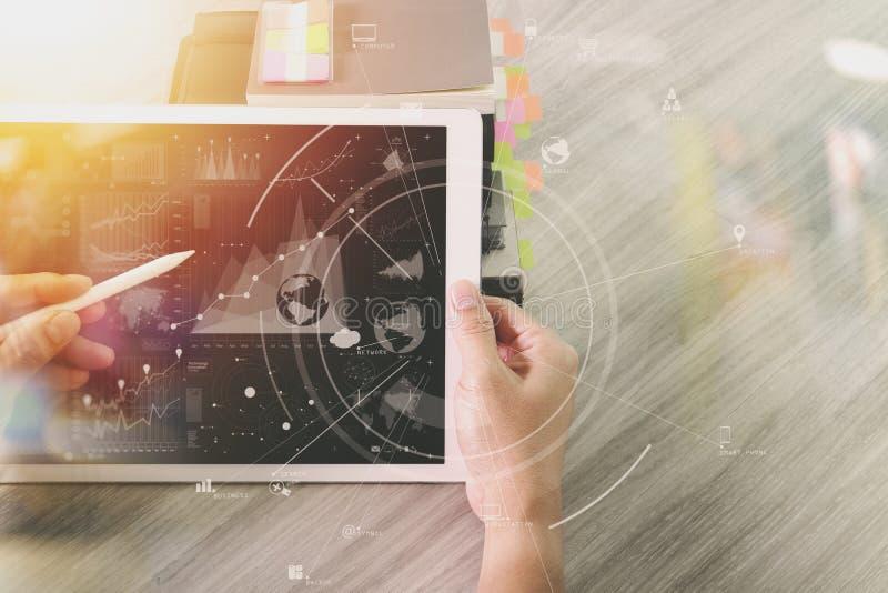 kreatives mit Digitalrechner und Buch mit Dokument an arbeiten lizenzfreie stockbilder