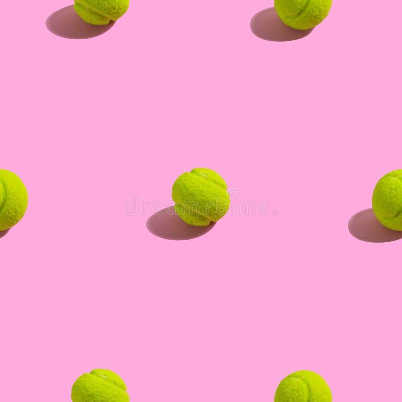 Kreatives nahtloses Muster mit grünem Tennisball auf rosa Hintergrund Abstrakter Hintergrund des süßen Tennis vektor abbildung