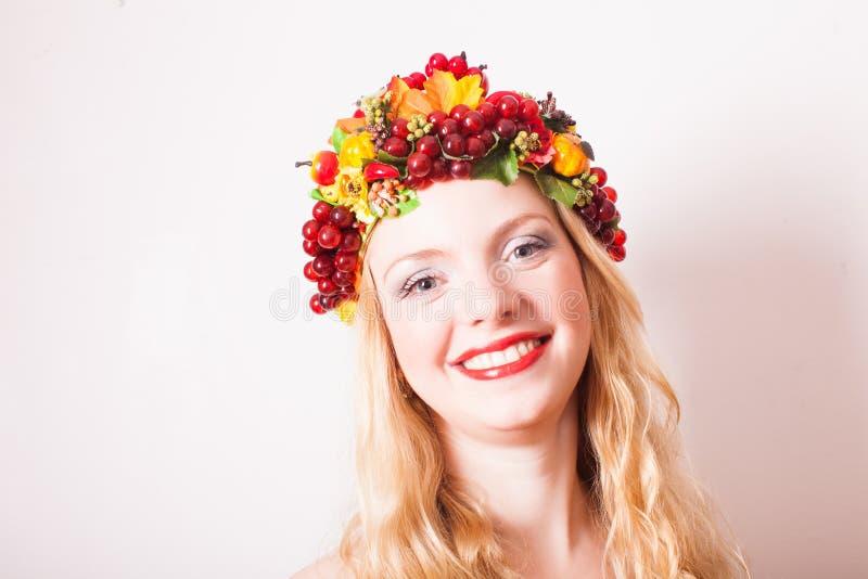 Kreatives Porträt der Kunst von Blondinen lizenzfreie stockbilder
