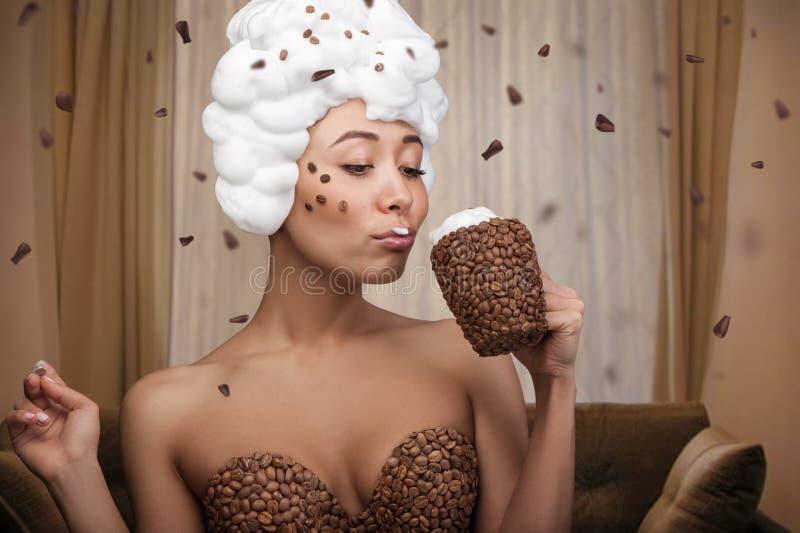 Kreatives Porträt der schönen lustigen Frau lizenzfreie stockbilder