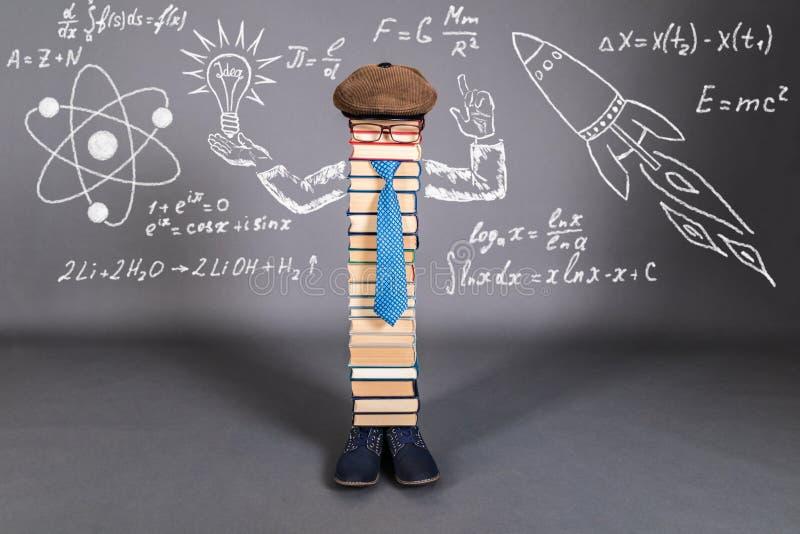 Kreativitäts-Bildungs-Konzept mit ungewöhnlichem Lehrer stockbild