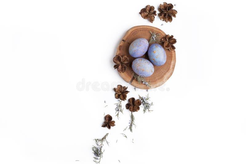 Kreatywnie Easter mieszkania nieatutowy przygotowania z jajkami obrazy stock