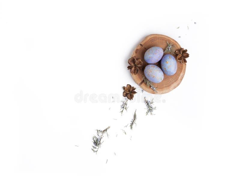 Kreatywnie Easter mieszkania nieatutowy przygotowania z jajkami zdjęcia royalty free