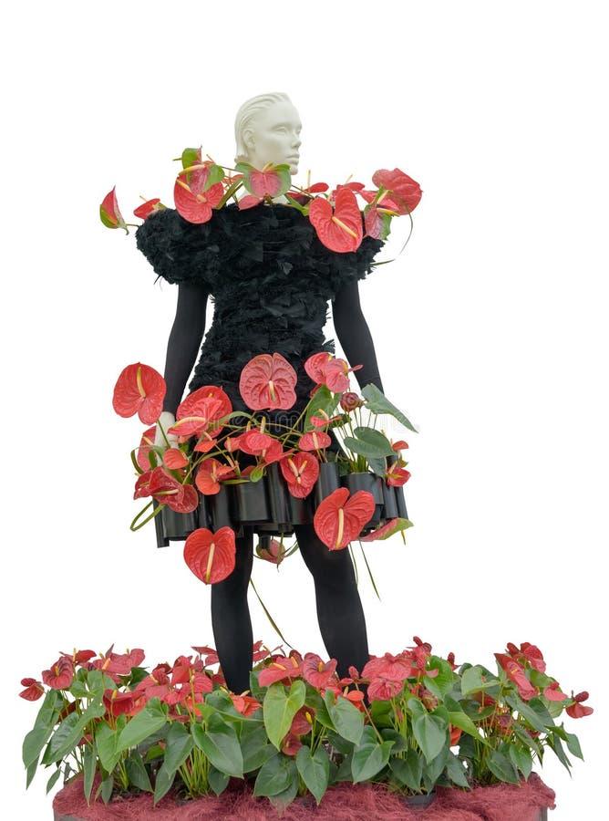 Kreatywnie luksusowa zmrok suknia z żywymi czerwonymi kalii lelujami na mannequin Wakacje zadziwiać kolory i wyśmienicie smaki we zdjęcie royalty free