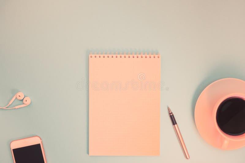 Kreatywnie mieszkania nieatutowa fotografia workspace biurko obraz stock