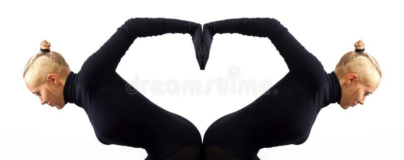 Kreatywnie pojęcie, serce, symbol miłość, fromed dwa żeńskimi bodies odzwierciedla each inny obrazy royalty free
