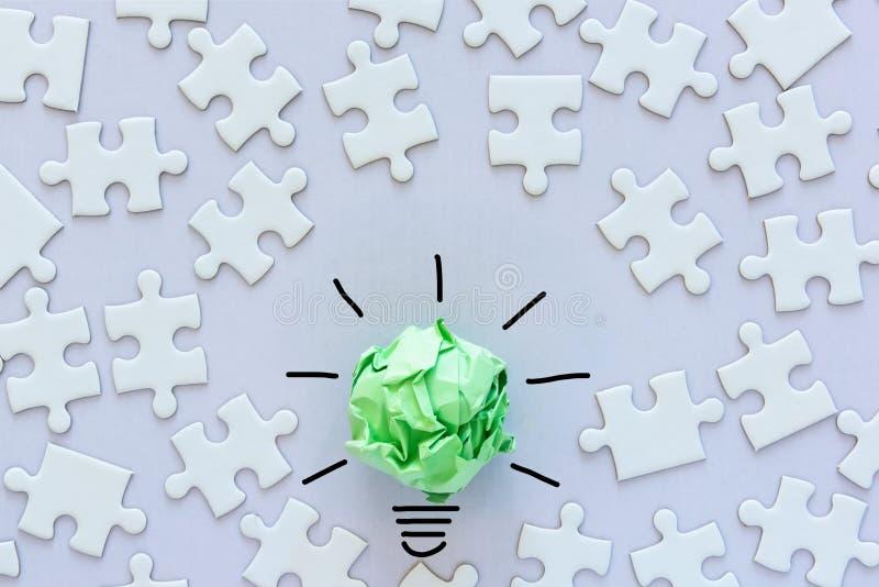 Kreatywnie pomysły dla ECO Oprócz Energetycznego pojęcia, władzy Zielonej innowacji i Biznesowego Pomyślnego pojęcia, Papierowy l obrazy royalty free