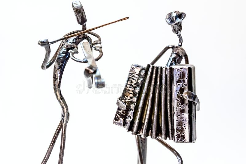 Kreatywnie postacie muzycy, skrzypaczka i akordeonista, są pl obrazy royalty free