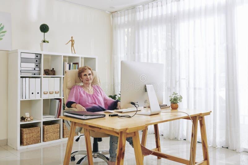 Kreatywnie starzejący się bizneswoman obraz royalty free