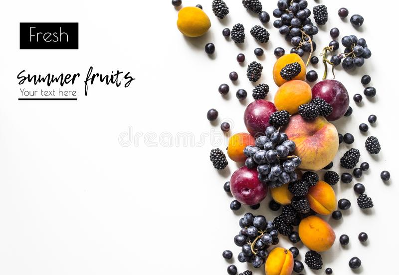 Kreatywnie układ świeże lato owoc na białym tle z przestrzenią dla teksta fotografia stock