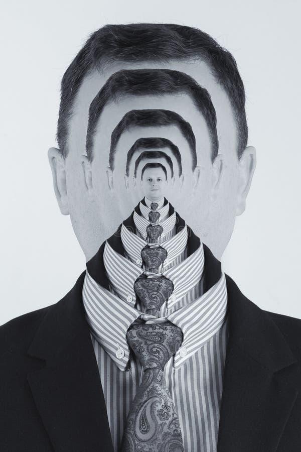 Kreatywny portret białego mężczyzny zmieszanego z wielokrotnymi ekspozycjami w ramach konwersji artystycznej zdjęcie royalty free