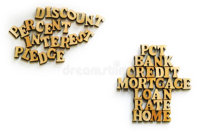 KREDIET, BANK, HYPOTHEEK, HUIS - woorden van houten brieven in de vorm van een huis en een wolk op een witte achtergrond Het conc stock fotografie