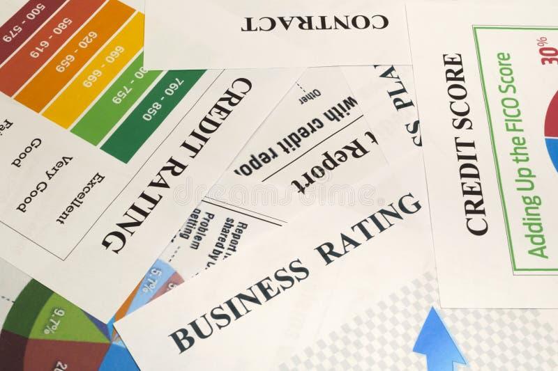 Kredietscore, rapport, classificatie en contract op de lijst stock fotografie