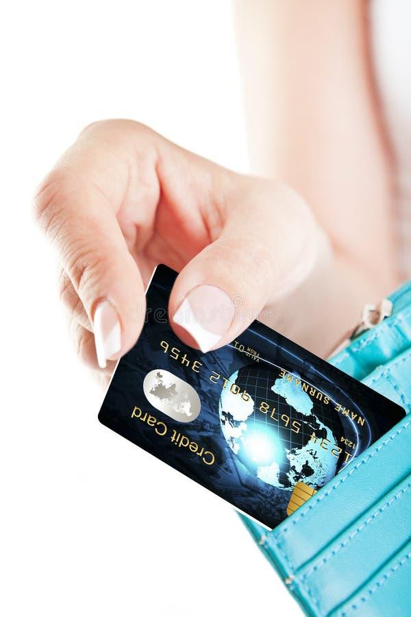 Kreditkarte In Der Hand Der Frau Herausgenommen Von Der Geldbörse Stockbild