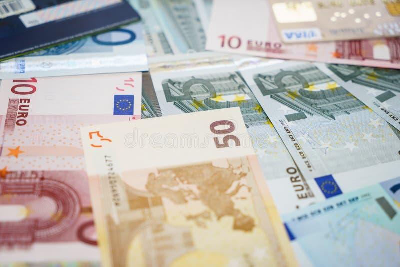 Kreditkarte- und Eurobanknoten lizenzfreie stockbilder