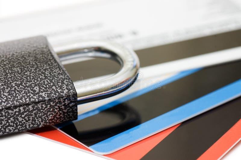 Kreditkarte und Verriegelung - Sicherheitskonzept stockbilder