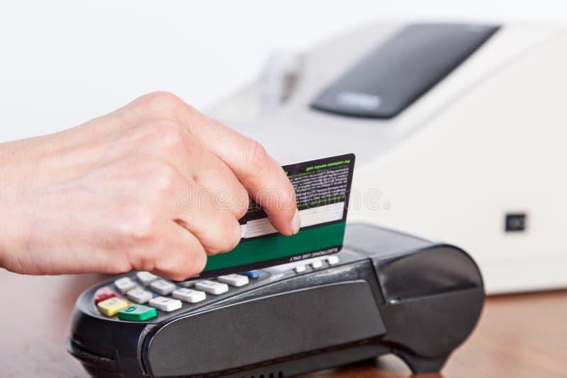 Kreditkortbetalning, köp och försäljningsprodukt och tjänst royaltyfri fotografi