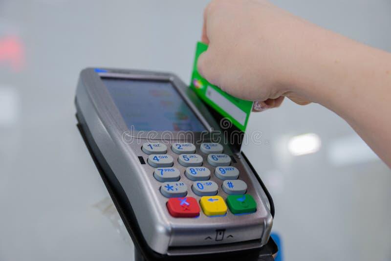 Kreditkortbetalning, k?p och f?rs?ljningsproduktservice royaltyfri bild