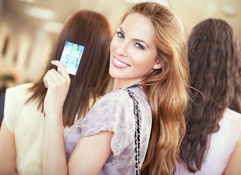 Kreditkortshopping royaltyfri fotografi