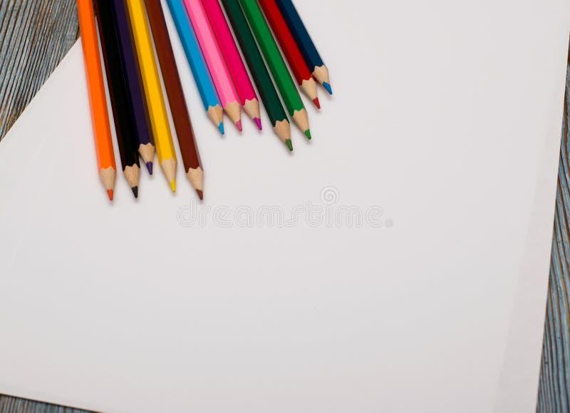 kredki Rysować z ołówkiem remis target865_1_ fotografia royalty free