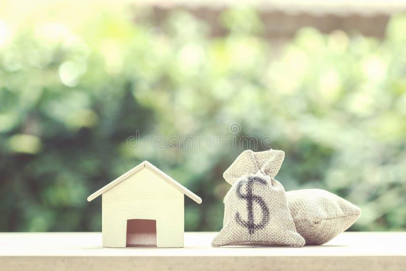 Kredyt mieszkaniowy, hipoteki, dług, savings pieniądze dla domowego kupienia concep zdjęcia stock