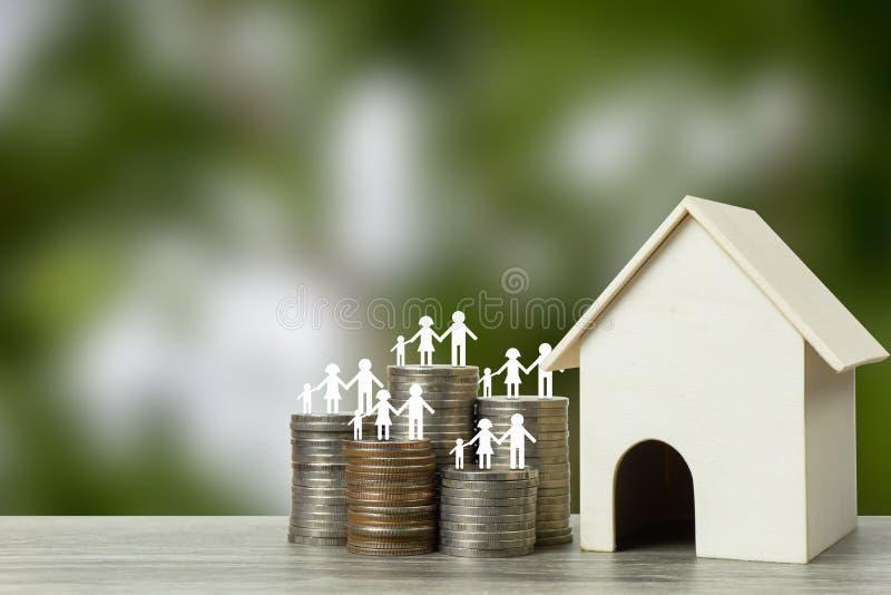 Kredyty mieszkaniowi, tani domów projekty, pierwszy stwarzają ognisko domowe zaczynać rodzinnego pojęcie obraz stock