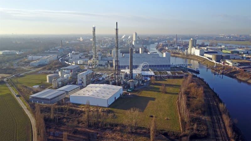 Krefeld, Duitsland - Februari 15, 2017: Compo producerend meststof in de haven van Krefeld, Duitsland royalty-vrije stock afbeeldingen