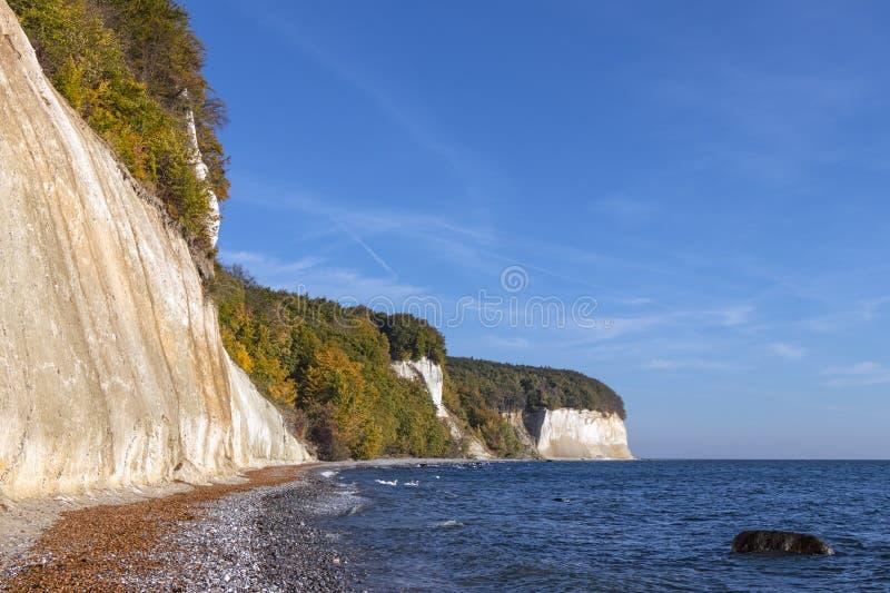 Kreideklippen an der K?stenlinie der Rugen-Insel nahe Sassnitz stockfoto