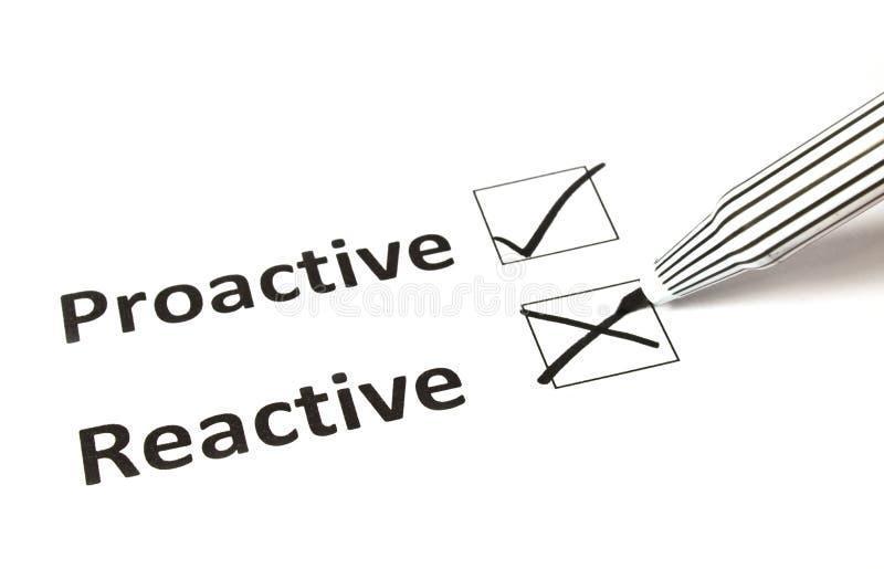 Kreidezeichnung - reagierend oder proaktiv stockbild