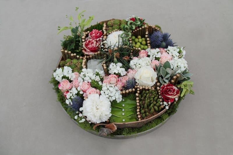 Kreisblumen-Anordnung stockbilder