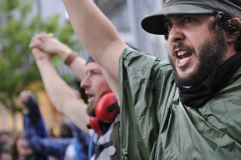 Kreischen der Protestierender. stockbilder
