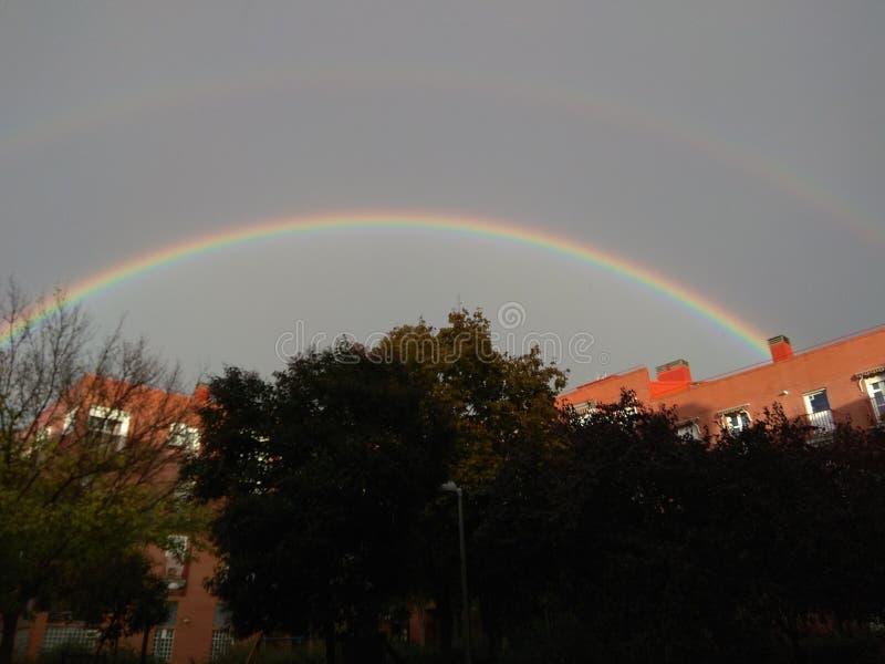 Kreisregenbogen über Madrid lizenzfreies stockbild