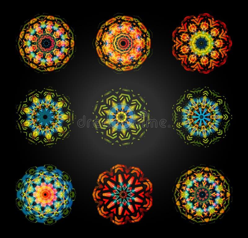 Kreisvektormustersatz Caleidoscope, Mandala, diwali Dekoration auf schwarzem Hintergrund stock abbildung