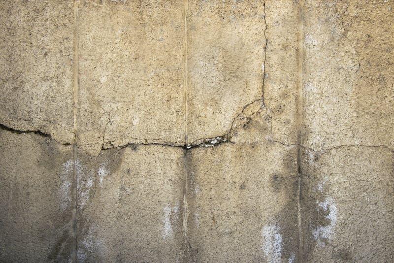 Krekingowy betonowej ściany tło Grunge podłoga tekstura Starzejący się cementu kamień obrazy royalty free