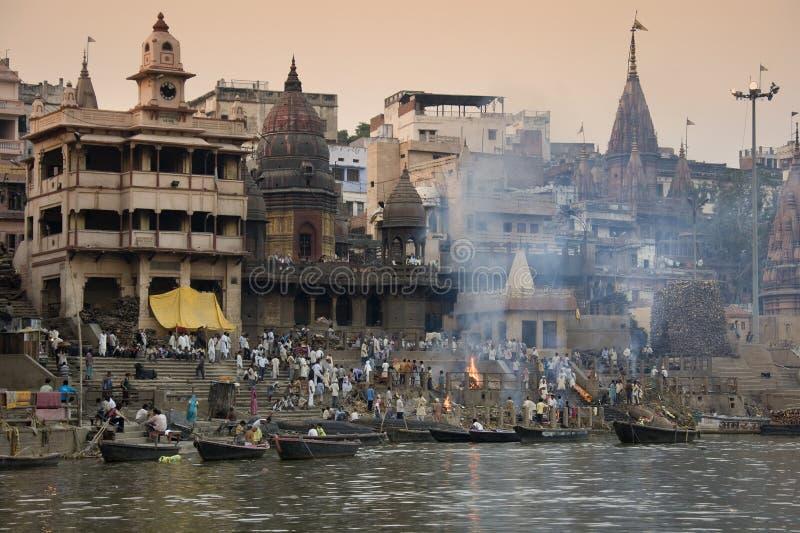 kremaci ghats ind Varanasi obrazy stock