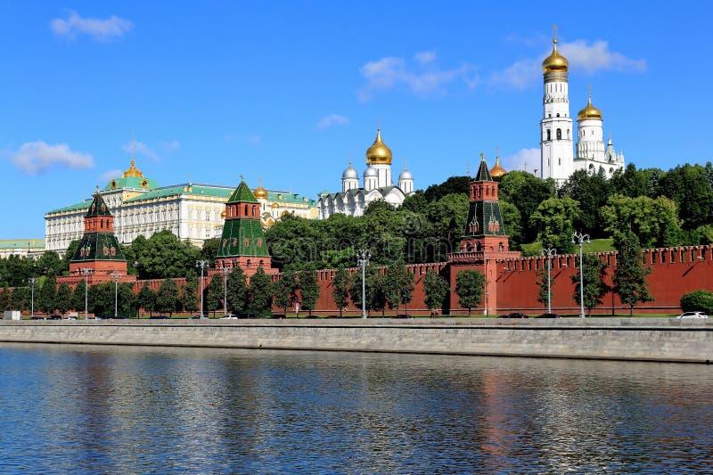 Kremlin antigo bonito de Moscou no verão foto de stock