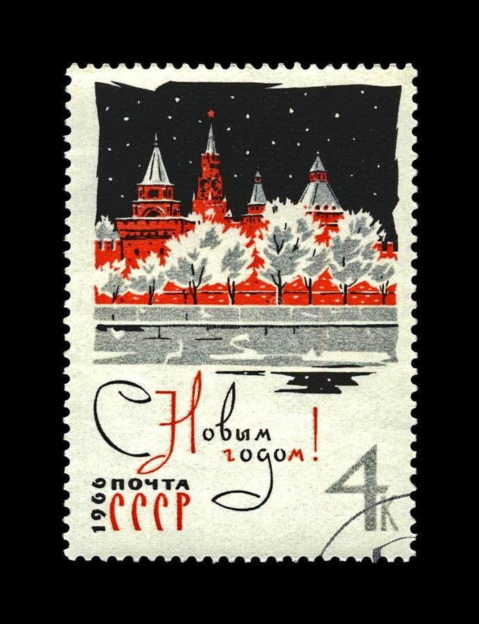 Kremlin com estrela vermelha, árvores sob a neve pelo ano novo, URSS, cerca de 1965, imagem de stock royalty free