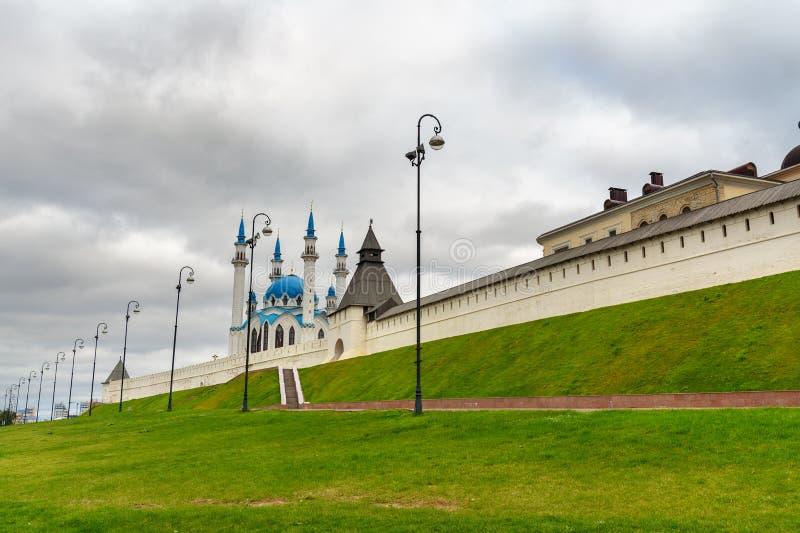 Kremlin de Kazan e mesquita de Kul-Sharif kazan Rússia imagem de stock royalty free